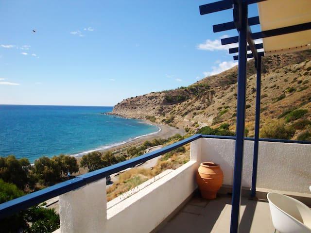 Big Blue Apartments / Heaven