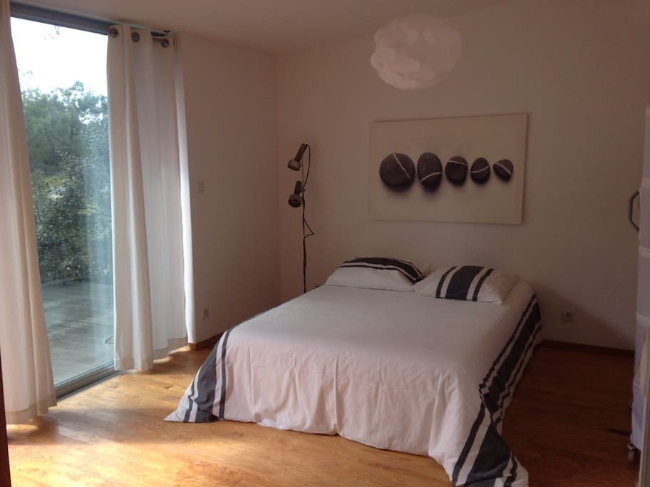 chambre du bas 1/downstairs bedroom 1
