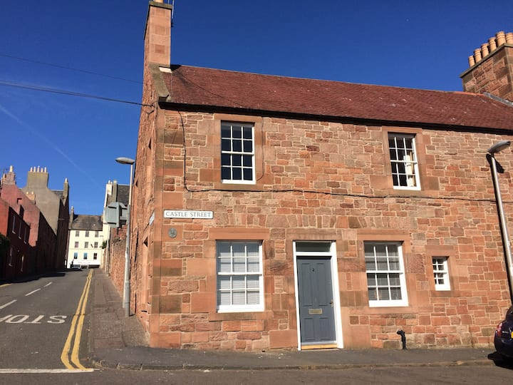 Traditional ground floor flat with sea views.