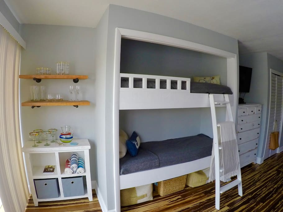 Two 6ft bunkbed + MiniBar + Storage