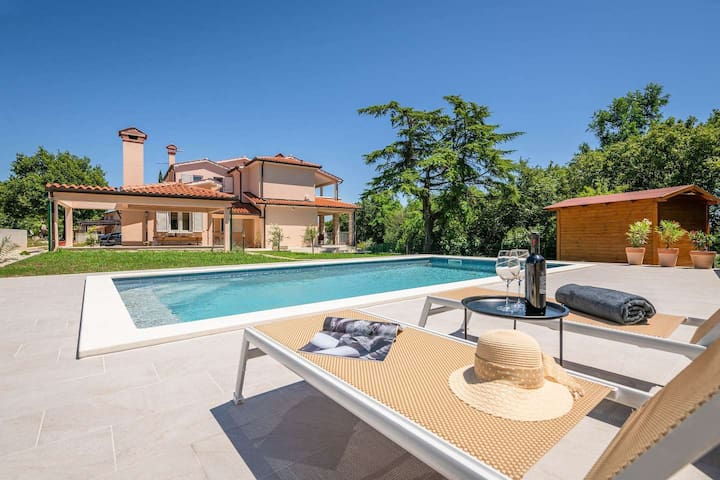 Villa Wanderlust for 8 people, with swimming pool