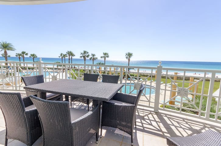 2-Gulf Front Masters - Massive Entertainment Space! Large Balcony!