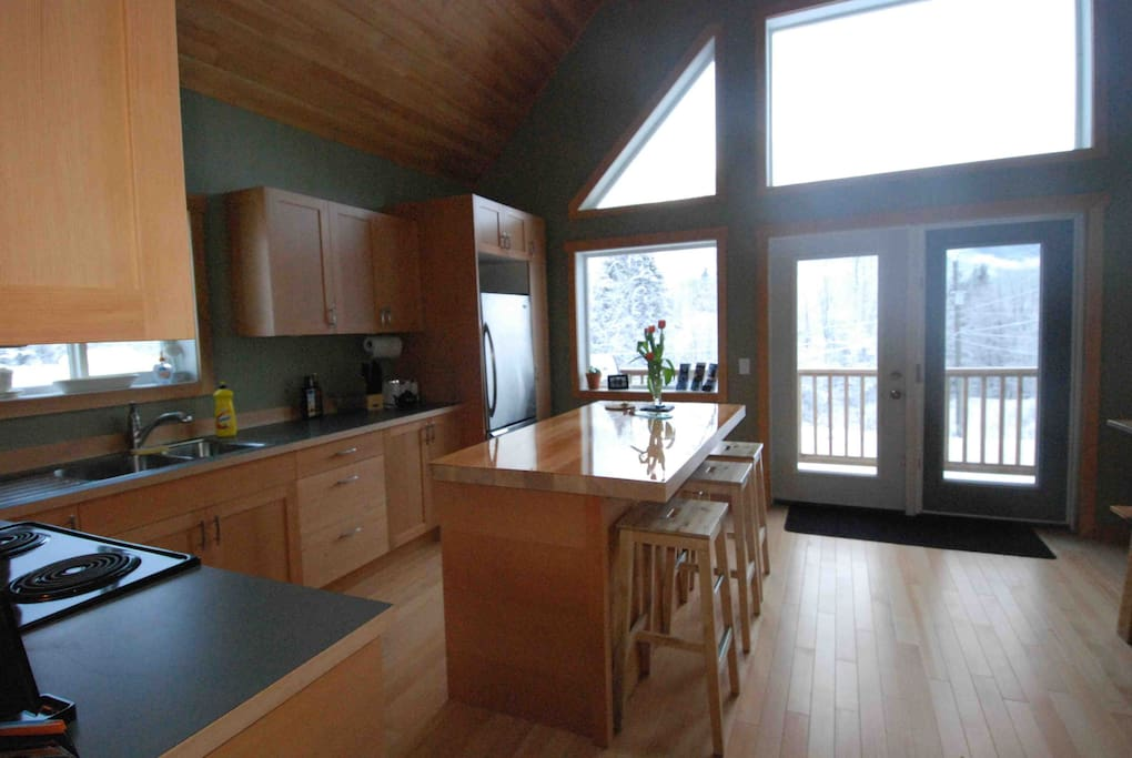 Stoke Cabin - Large Fully Stocked Kitchen with Breakfast Bar
