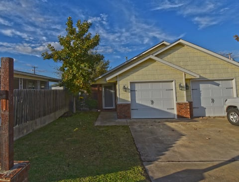Close to hospital,4 mins to Ft Sill! All Amenities