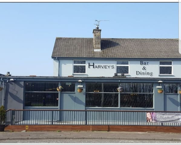 Harvey's Bar and dining