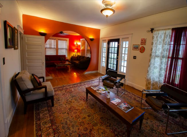 Heart of Plaza-Midwood Artist Bungalow House