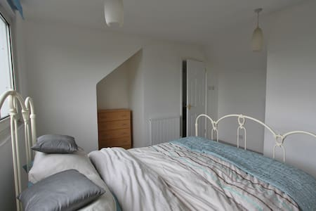 Spacious Double Bedroom + Ensuite - Hertford