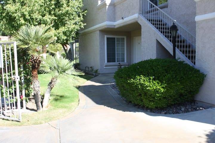 Palm Spgs 2Br/2Ba Ground Floor End, Pool, MtnView