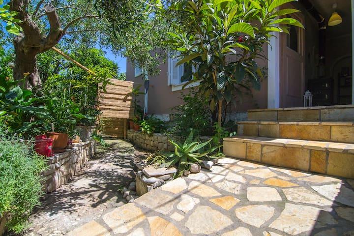 Yasmin House (close of Gaios)