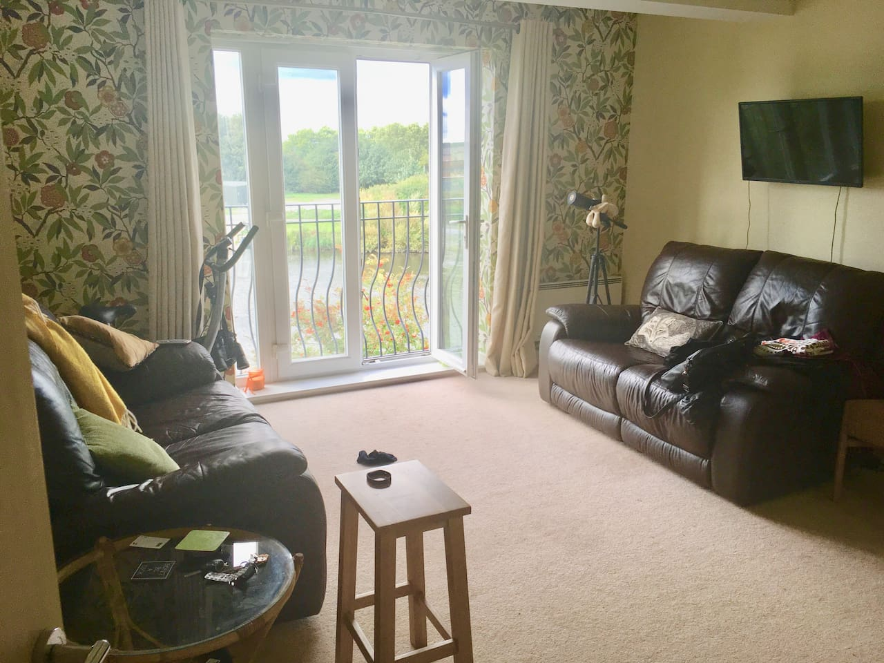 Front room overlooking River (both recline able  leather sofa's)