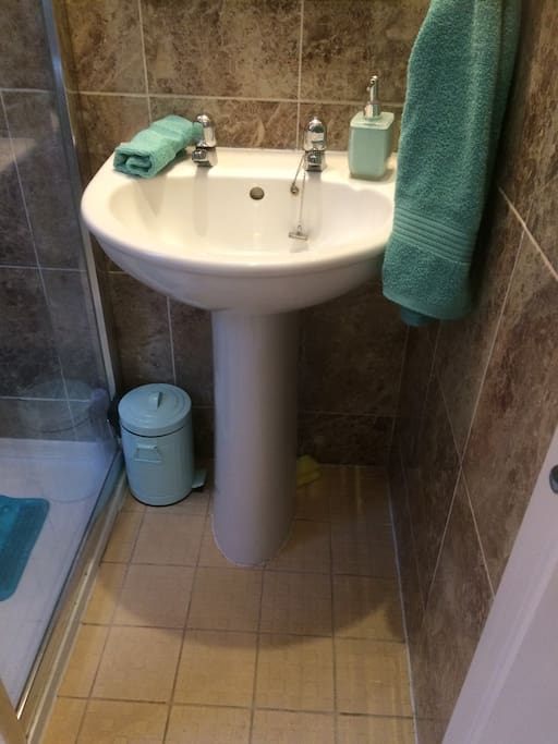 Guest only shower/toilet room. Towels & toiletries provided.