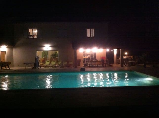 Maison particulière avec piscine - Cabasse - Rumah