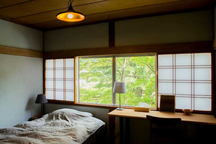 1 bed room  ( about 11 ㎡, we can add 1 futon)