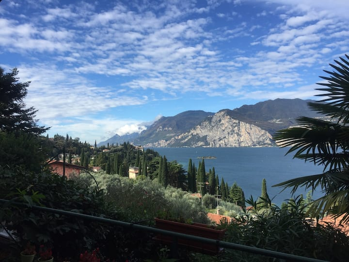 20 pax- Malcesine- Lake View-Breakfast