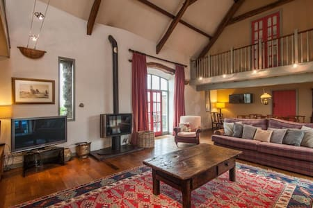 The Barn - Stunning Medieval Barn Conversion - Chwilog - House
