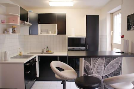 City pure: zentraler und gemütlicher geht nicht ;) - Stuttgart - Lägenhet
