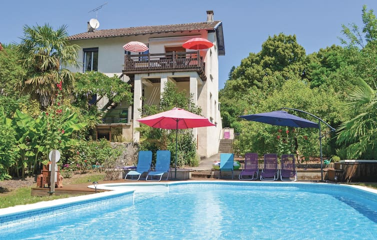 Stunning home in Laguepie with 3 Bedrooms and WiFi
