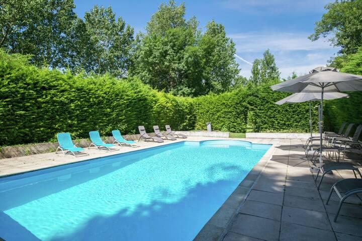 Pittoresca casa vacanze a Champagnac con piscina