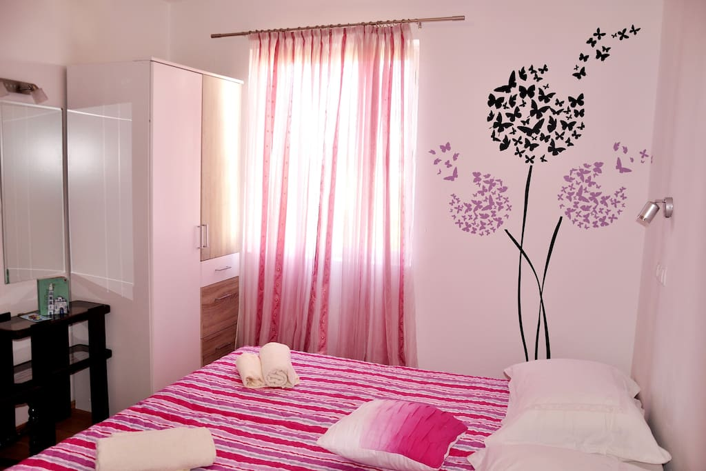 bedroom with a double bed