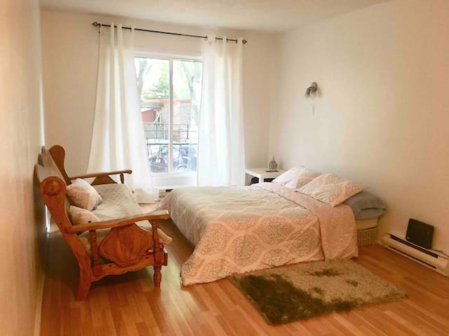 Tidy & Clean Studio in Downtown Montreal