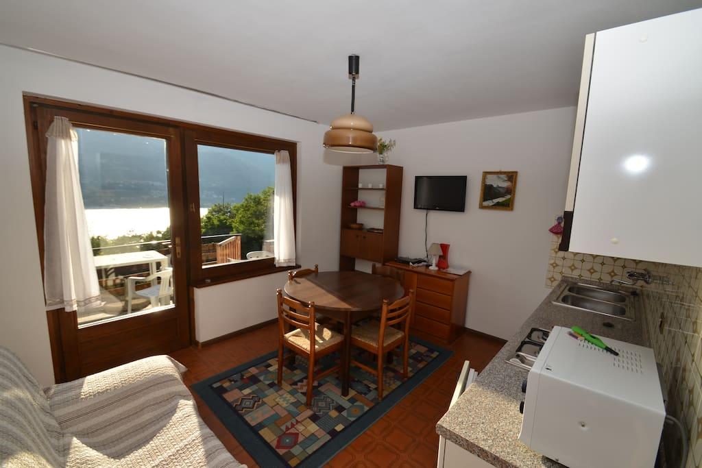 Appartamento gelsomino sul lago appartamenti in for Appartamento sul lago