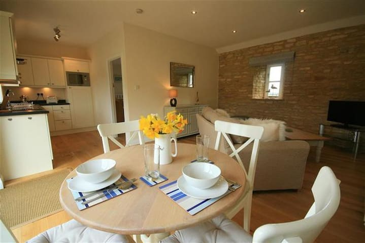 Saddleback Barn, Minster Lovell, Burford. - Oxfordshire - Apartment