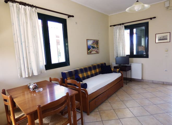 Residences with garden pool and bbq near the beach - Paralio Astros - Casa