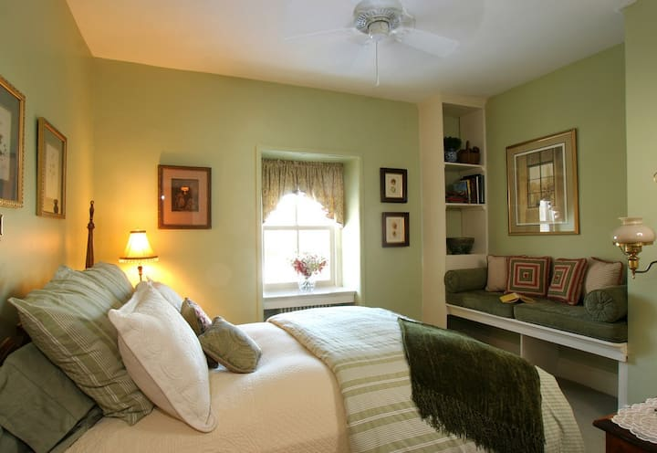 Charming bedroom near New Hope and Lambertville
