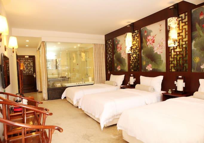 阳朔西街中国风阳台带浴缸三床房 - Guilin - Casa