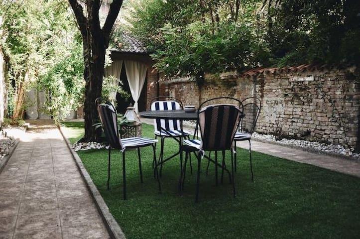 GARDEN VITTORIA-UN GIARDINO ALL'OMBRA DEL TORRAZZO