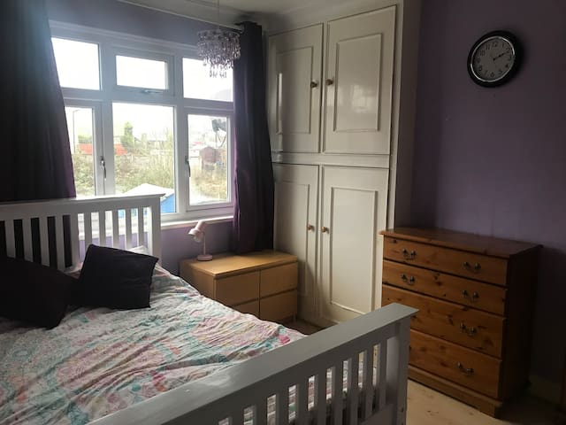 Lovely double room, 35 minutes to Central London