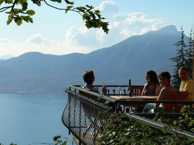 Sospesi sul Garda, panorami e relax - San Zeno
