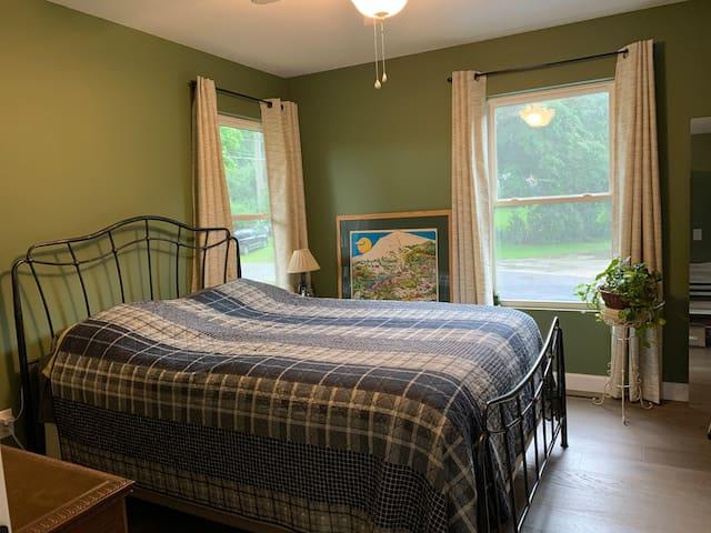 Bedroom 3 - queen size bed