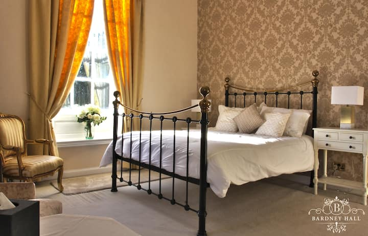 Luxurious Gold Room at Bardney Hall