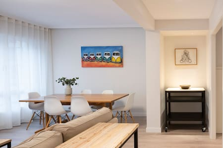 Beautiful renovated apartment close to the beach!