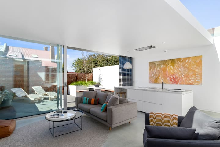46 Kelly  - Luxe  Apartment- Battery point