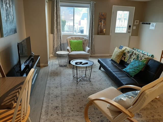 2 Bedroom Suite -Spacious, Parking, WiFi, Cable TV