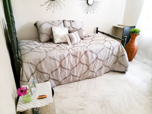 Downtown Orlando 15-min Single Bed