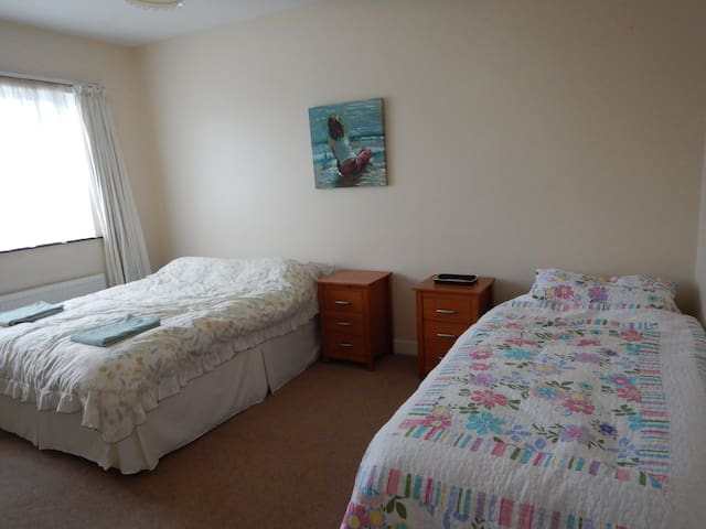 Room in Family Bungalow, Liscannor - Liscannor - House