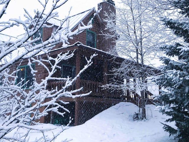 North Hill Cabin - Minutes from Jay Peak!
