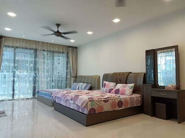 Grand Garden Room 908 @ Semi D Villa 4 pax