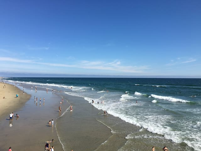 Beach getaway houses for rent in huntington beach for King s fish house huntington beach