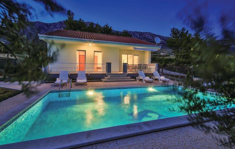 VIlla Josipa-privacy/ big heated pool/ parking/BBQ