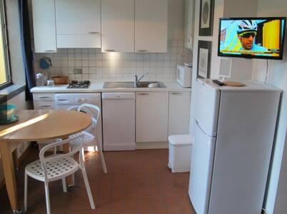 Affitti brevi cervia camere affitto stanze in affitto for Piano terra con 3 camere da letto con garage
