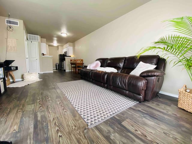 Entire Apartment Minutes from Lake Hefner