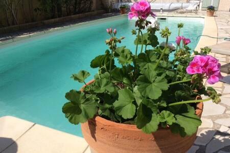 Charmante villa avec piscine - Gignac - 别墅