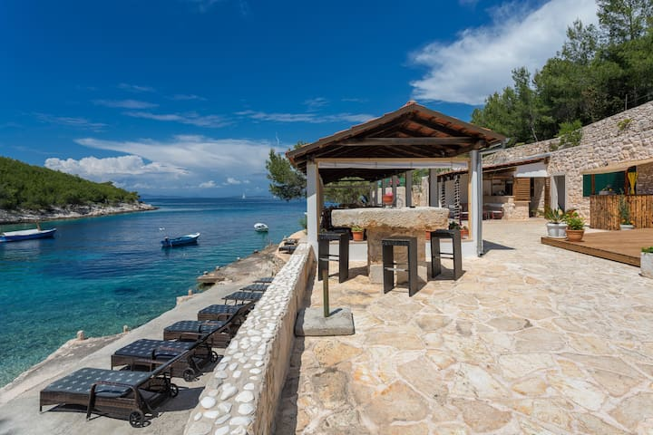 """Cute serviced apartment """"Hera"""" in secluded bay!"""