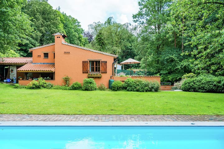 Cosy and snug holiday home with joint swimming pool