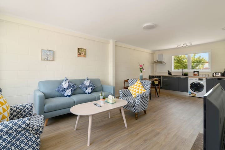 Large Stylish 2BD Apartment Central Rotoroua Unit2