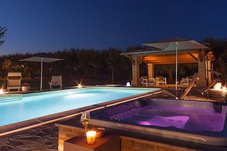 Villa Pedossa L'Olivo 2br Apt in Senigallia POOL - Apartmen